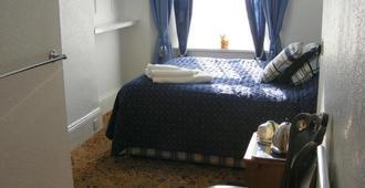 Brooklands Guest House - Torquay - Bedroom