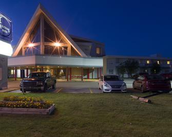 Albatross Hotel - Gander - Building