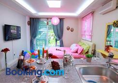 Bellus Rose Pension Hotel - Gyeongju - Κρεβατοκάμαρα
