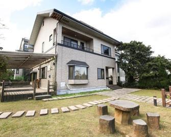 Celebrity Villa - Jinshan District - Building