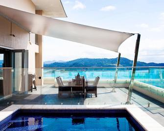 Reef View Hotel - Hamilton Island - Bazén