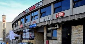 Hotel Diament Spodek Katowice - Kattowitz - Gebäude