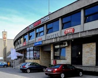 Hotel Diament Spodek Katowice - Katovice - Building