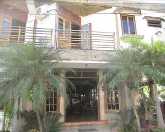 Hotel Sherwood - Tela - Building
