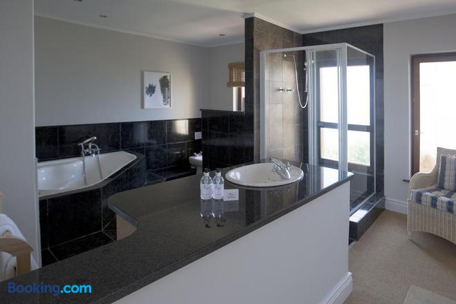 The Tuscany Guesthouse - Wilderness - Bathroom