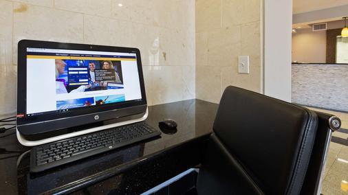 Best Western Roanoke Inn & Suites - Roanoke - Centro de negocios