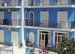 Blue Lake - Limni Keriou - Building