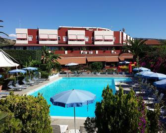 Residence Hotel Felix - Ricadi - Pool