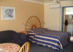 Colonial Palms Motel & Cabins (Adults Only) - Ulladulla - Bedroom