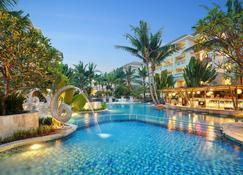 瓦圖吉姆巴爾貝爾雷索特瑞士酒店 - 登巴薩 - 游泳池
