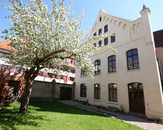 Hotel Denkmal 13 - Wismar - Building