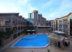 LeMigo Hotel - Kigali - Piscina