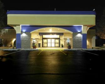 Best Western Plus Philadelphia Bensalem Hotel - Bensalem - Gebouw
