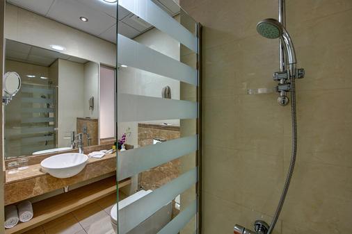 Al Khoory Executive Hotel - Dubai - Bathroom