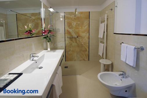 Parkhotel Ladinia - San Vito Di Cadore - Bathroom