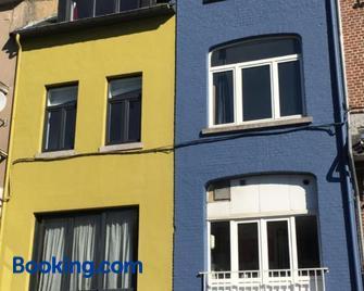 Les Voisins De Mr Sax - Dinant - Gebäude