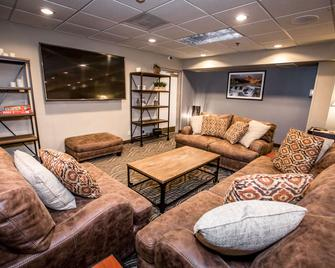 The Pine Lodge on Whitefish River Ascend Hotel Collection - Whitefish - Вітальня