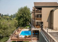 The Pine Lodge on Whitefish River Ascend Hotel Collection - Whitefish - Pileta