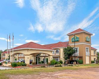 La Quinta Inn & Suites by Wyndham Conroe - Conroe - Gebouw
