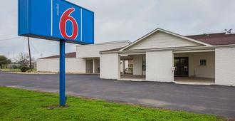 Motel 6 Madisonville - Madisonville - Edificio