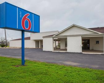 Motel 6 Madisonville, TX - Madisonville - Building