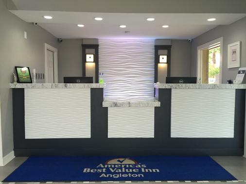 Americas Best Value Inn Angleton - Angleton - Front desk