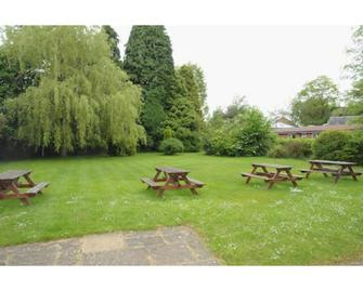 Wimblehurst Hotel - Horsham - Outdoor view