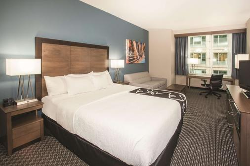 La Quinta Inn & Suites by Wyndham Chicago Downtown - Chicago - Bedroom