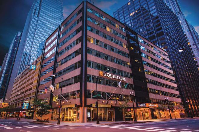 La Quinta Inn & Suites by Wyndham Chicago Downtown - Chicago - Edificio