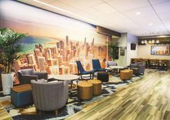 La Quinta Inn & Suites by Wyndham Chicago Downtown - Chicago - Lounge