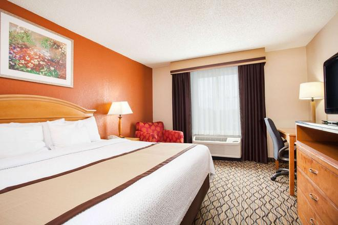 Baymont by Wyndham Madison Heights Detroit Area - Madison Heights - Bedroom