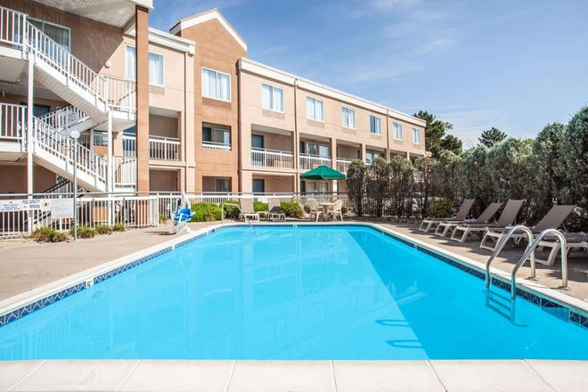 Baymont by Wyndham Madison Heights Detroit Area - Madison Heights - Pool