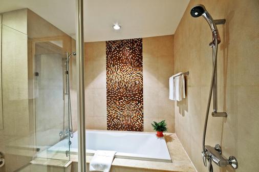 Admiral Premier Sukhumvit By Compass Hospitality - Bangkok - Bathroom