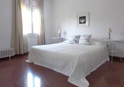 Ally's Guest House Barcelona Bed And Breakfast - Barcelona - Makuuhuone
