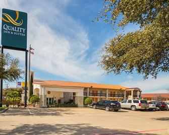 Quality Inn and Suites North Richland Hills - North Richland Hills - Gebäude