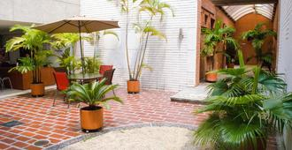 Hotel Casa Santa Monica Norte - Cali - Pátio