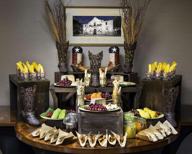 休士頓白廳酒店 - 休士頓 - 休斯頓 - 自助餐