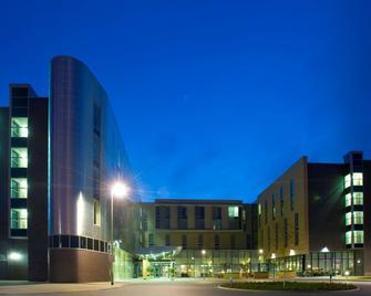 Radisson Blu Hotel, East Midlands Airport - Derby - Building