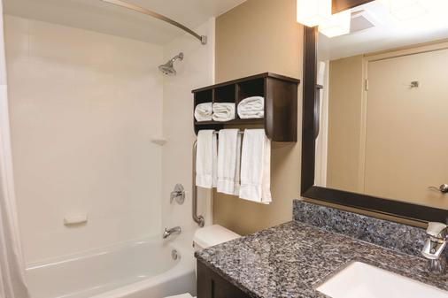 La Quinta Inn & Suites by Wyndham San Diego Mission Bay - San Diego - Bathroom