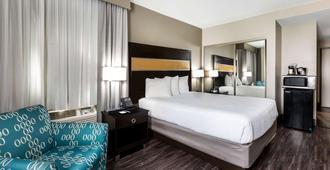 La Quinta Inn & Suites by Wyndham San Diego Mission Bay - סן דייגו - חדר שינה