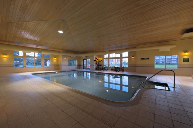 Country Inn & Suites by Radisson, Grand Forks, ND - Grand Forks - Pool