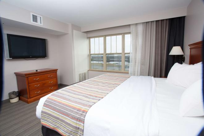 Country Inn & Suites by Radisson, Grand Forks, ND - Grand Forks - Bedroom