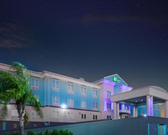Holiday Inn Express & Suites Port Lavaca - Port Lavaca - Building
