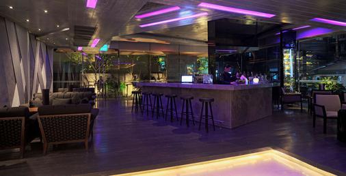 貝斯特韋斯特素坤逸高級酒店 - 曼谷 - 酒吧