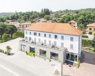 Hotel Italia dormelletto - Dormelletto - Building