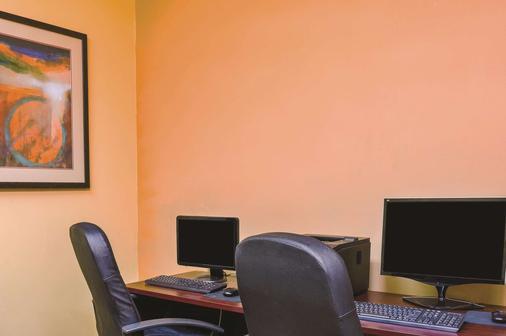 La Quinta Inn & Suites by Wyndham Atlanta-Union City - Union City - Business centre