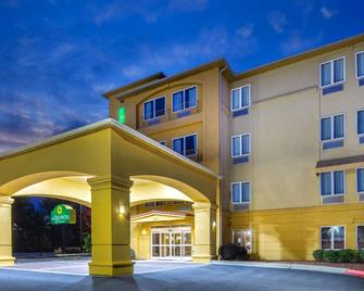 La Quinta Inn & Suites by Wyndham Atlanta-Union City - Union City - Budova