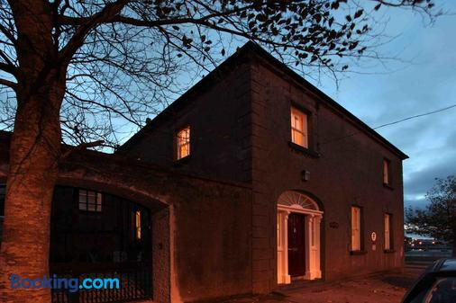 Corrib House Guest Accommodation - Galway - Building