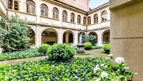 Hospedería Monástica Pax - León - Building