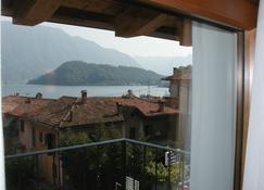 Azzano Holidays Bed & Breakfast - Mezzegra - Balcony